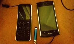 僕は携帯電話を「昔の携帯電話」と「スマートフォン」を2台持ちにしています、スマートフォンは防水の機種を選択しています。