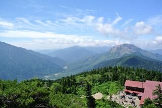 西穂高山荘とその周辺の景色