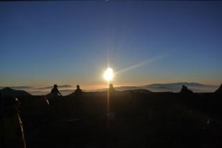 山荘前、朝日