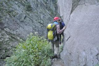 中間地点の岩場が結構高度感がある。