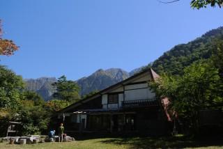 岩場と新穂高温泉の中間よりやや下がった辺りにある穂高平小屋、大キレット周辺まで見渡せる、本当に美しい3日間でした。