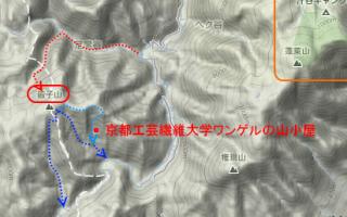 今回の登山ルートは【赤】、この場合「周って」下山しようとすると【青】のルートを下りる事になる、結構多くのルートがある。