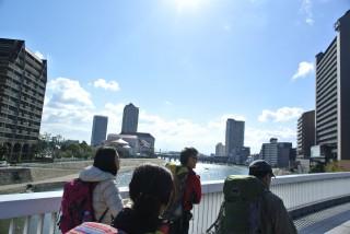 宝塚駅から川を越えて「裏山」六甲山へ