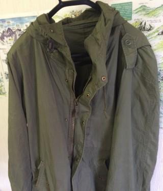 g.u.で1000円程度で入手した「ぺらぺら」の綿のジャケット、ぺらぺらのほうが乾きやすく、軽い。これくらいでも十分に火の粉を避けてくれる。