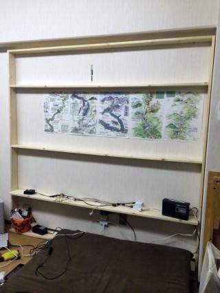 下2段は1x6材、上の3段と横の縦板は1x4材です。