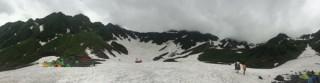 【パノラマ】涸沢の景色、テント場はかろうじて雪が無い状態になっていた。