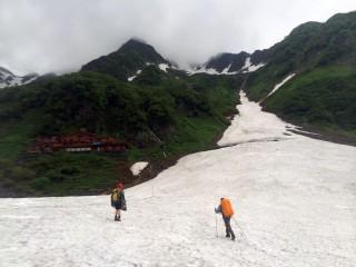 【北穂高への道】沢がかっちり雪で埋まっている。