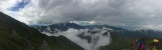 【雲が動いていく】山々が見え隠れする様子は神々しい