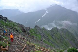 【広大】広々とした斜面が広がる。 落石の危険性も高くなさそうだ。