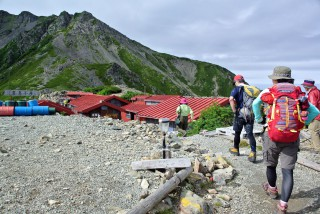 【トーチカのような】伝統的山小屋です。