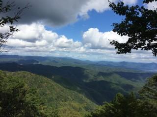 【秋晴れ】秋晴れの空と山々