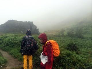 【断念】旧中尾峠、本来なら右手には焼岳の姿があるはずだが・・・。