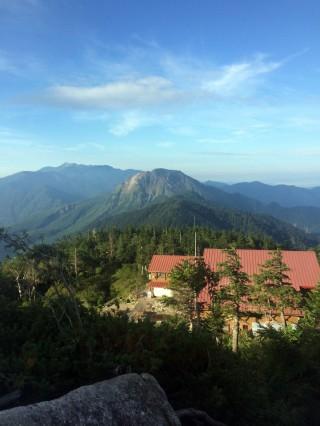 【西穂高山荘】少し歩くと景色は「グワっ」と広がってくる。