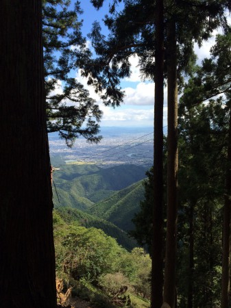 【大杉谷ルートとの合流点】一時間ほど歩くと、愛宕神社に到着する。