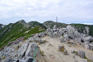 【前岳】ここまで来ればもう斜度もほとんどなく「名残を惜しむ」段階