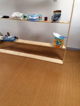 【作業中】棚のおいてある場所以外は塗り終わっている。