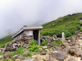 【避難小屋】ところどころに避難小屋が配置されていた、これは阿蘇山などの火山では標準的な対応