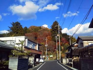 【秋の空と田舎の道】ナビ(スマートフォン)さえ駆使すれば田舎道も大体はなんとかなります。