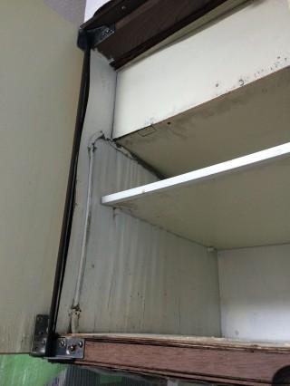 【漏水】釣り戸棚も確かに腐っている。