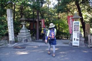 【泉涌寺・いまくまの】泉涌寺は皇室ゆかりの寺で趣がある。ルートはこれを越えた「いまくまの」の中に入っていく。