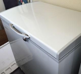 【冷凍倉庫】ベランダに置かれた冷凍庫300L