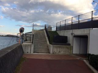 【大津側】トンネルへの入り口はこんな感じ(写真は右にトンネル)
