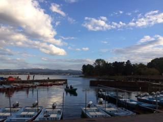 【石川側からは】橋に進む坂にはすすまず、この「漁港」の真横を進む。
