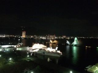 【花火のような情景】部屋からは美しく花火のような「(淡)海上ショー」が見られた。