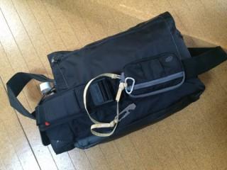 【リュック・ショルダー切り替えバッグ】NewFeel、肩ベルトがスライドするため登山用では必須の「腰、胸ベルト」が無い。