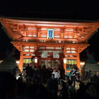 【大門】秀吉が建立したという豪勢な門、この奥に本殿がある。