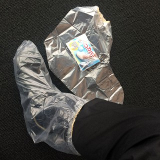【ビニールを履く】これはれっきとした商品ですが、コンパクトになるのでかばんに一つ入れていても良いのでは?