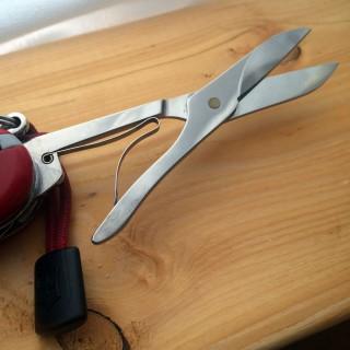 【VICTORINOX】万能ツールだが小型以外は銃刀法の規制がある、ハサミは爪切りにもなるスグレモノ。