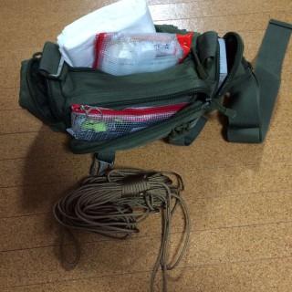 【スキー装備】ウェストポーチに収まるものを装備。