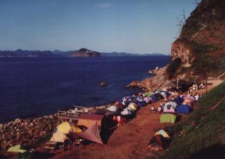 【隠岐島】中学生時代の写真、多分このキャンプのどこかを歩いていると…。