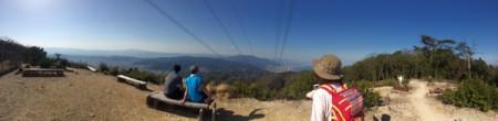 【右は琵琶湖、左は山科】春霞もホドホド、青い空