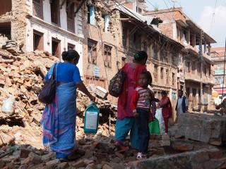 【ネパール・カトマンズ】最新の写真、まだ市街地は「崩壊」状態、野口健公式ホームページより
