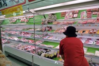 【豊富な商店】これはメインの豚肉を買った「星野商店」豚肉(おそらく元肉屋さん)と魚が良い。
