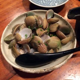 【シマあさりの酒蒸し】独特な貝殻のあさりで味もやや独特