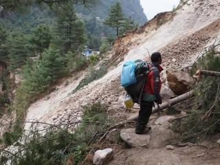 【歩き】カトマンズに到着し、帰国。山道の多くが激しいダメージを受けているため雨季の影響が大きくなるのではないかと説明されていました、これは山間部のインフラの崩壊、土砂崩れなどのリスクを予想させます。