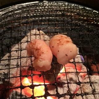 【石垣マース漬けミックスホルモン】二人前で2000円、きれいなホルモンで良い感じでした。