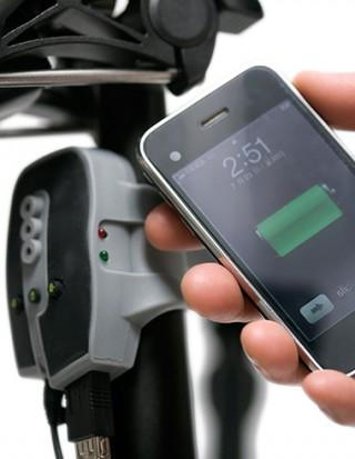 【ハブでバッテリー充電】仕組みは簡単、電気知識がある人なら自作できる程度のキットだ。