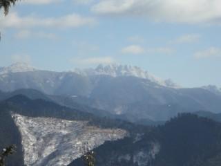 【吉野の山】山頂付近からは大峰山系が望む