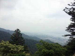 【坂本ケーブルからの景色】天気がよければ白山まで見通せるが、今日は白雲しか見えません!!