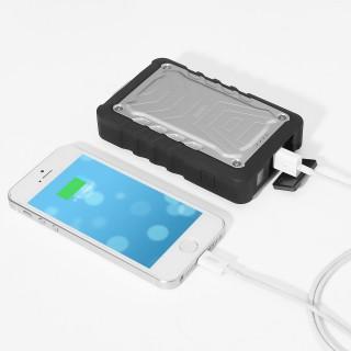 【Aukey】IPX5防水・防塵  ただし容量は7500mAhとiPhone5で2回分と少な目