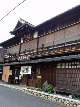 【鶴きそば】坂本側には様々な文物が残る。