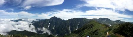【パノラマ】左は富山県方向の雲海から、剣岳、別山、立山三山、浄土山が写っていますがのみならず360度のパノラマです。