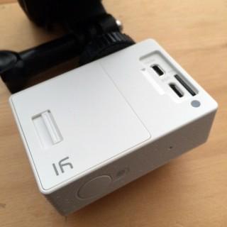 【背面に充電、HDMI、MiniUSB】あともちろんバッテリーも背面から入れます。