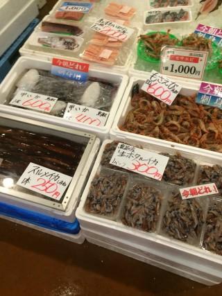 【朝どれ】まあ地元の魚屋で買えばもう少し安いのかもしれませんが、これはこれでいいでしょう、プライスレス。