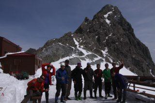 【槍ヶ岳山荘オープン】こちらのオフィシャルブログでは「山スキー」をしている写真も!!
