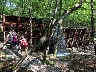 【砂防ダム】ちなみにこの「ウッドカラー」は鉄材の錆びた色です、アースカラーになってますよね?